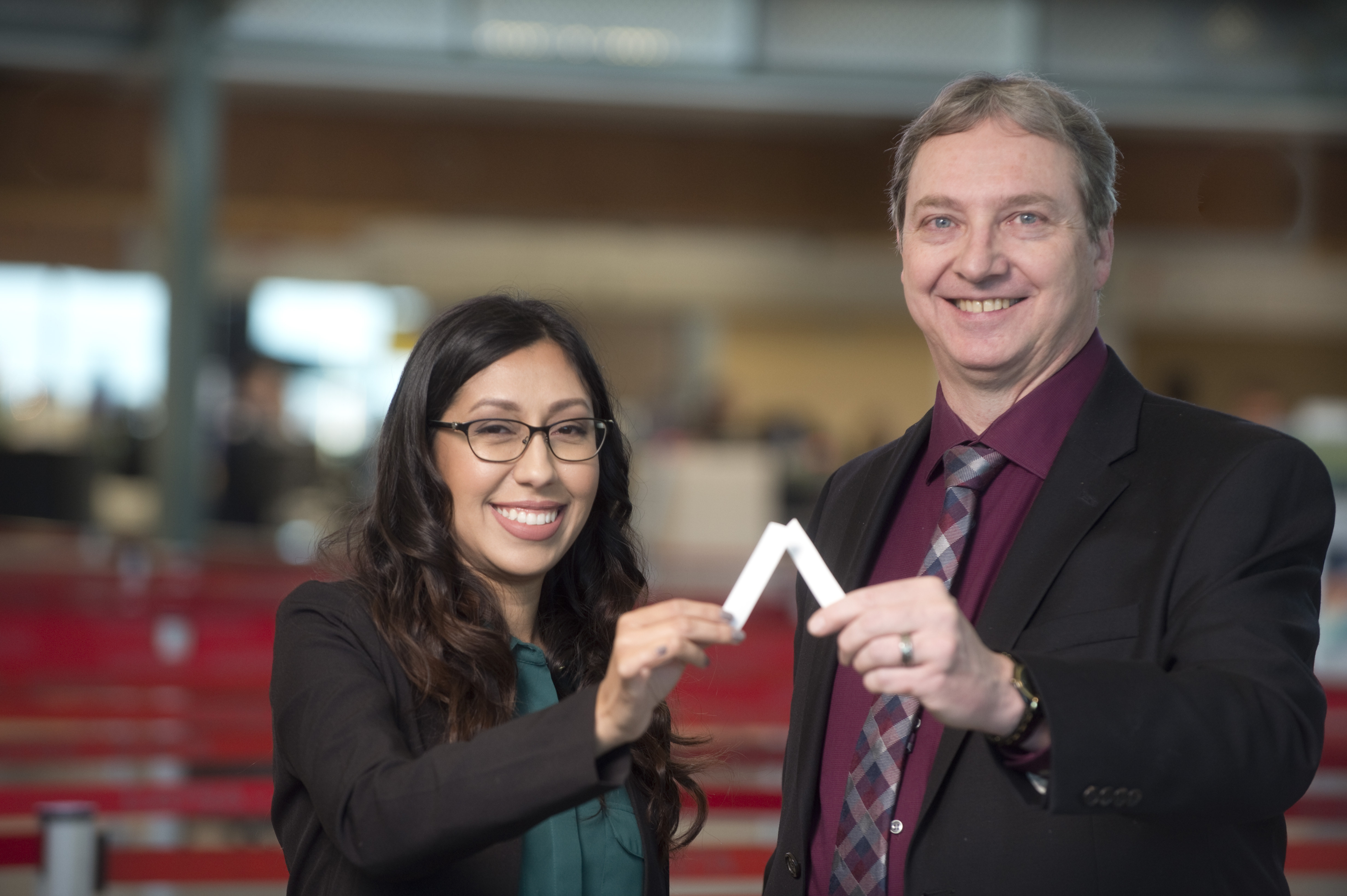 The innovation involves embedding silicon dots into paper. / with R&D internship funding by Mitacs